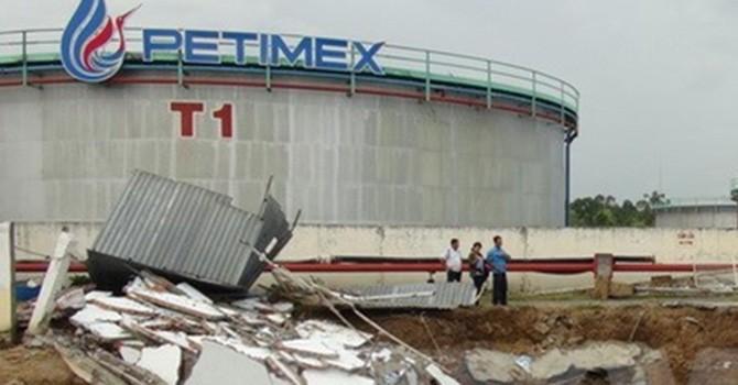 Sạt lở nghiêm trọng tại kho chứa 30 triệu lít xăng dầu ở Đồng Tháp