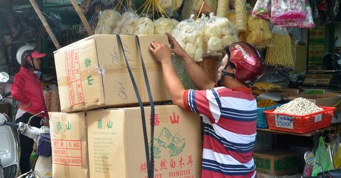 """Hàng Trung Quốc """"chiếm"""" thị trường"""