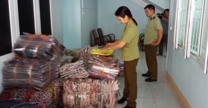 Lào Cai thu giữ hàng nghìn sản phẩm vải dệt nhập lậu