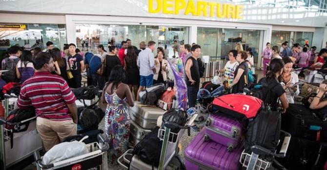 Indonesia mở lại 2 sân bay dừng hoạt động do ảnh hưởng núi lửa