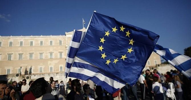 Phẫn nộ, dân Hy Lạp cảnh báo chiến tranh với EU