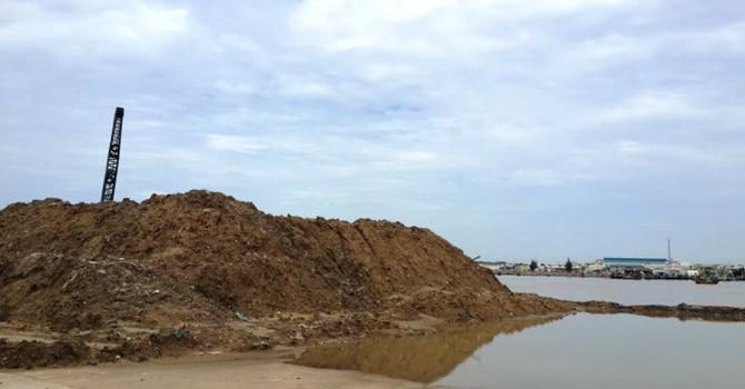Dân sốt ruột với ô nhiễm, tắc cảng
