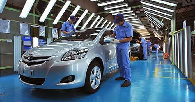 """Thị trường ô tô Việt Nam và """"cuộc chiến"""" công nghệ"""