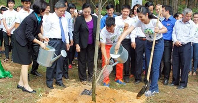 Trồng gần 6.000 cây xanh tại Ngã ba Đồng Lộc