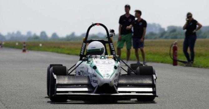 Sinh viên Đức chế tạo ôtô điện chạy nhanh hơn xe công thức 1