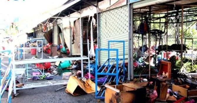 TP. HCM: Cháy chợ đầu mối, 7 ki-ốt tan hoang