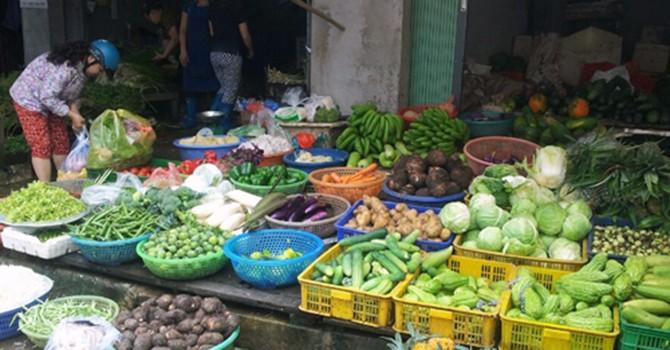 Rau xanh tại vùng lũ tăng giá dù không thiếu nguồn cung