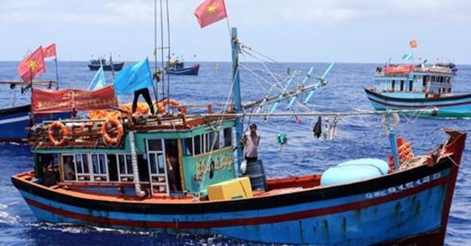Giải cứu tàu cá Việt Nam bị cướp ở Trường Sa
