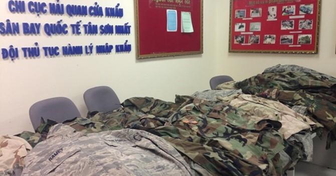 Bắt giữ 100 bộ quân phục Mỹ vận chuyển trái phép qua hàng không