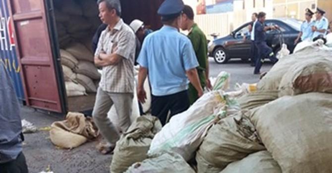 Phát hiện thêm hàng tấn ngà voi, vảy tê tê nhập lậu