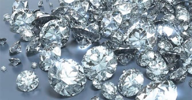 Kim cương mất giá mạnh vì Trung Quốc