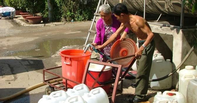 Thất thoát gần 1.000 tỷ đồng nước sạch mỗi năm: Phải sòng phẳng với người dân