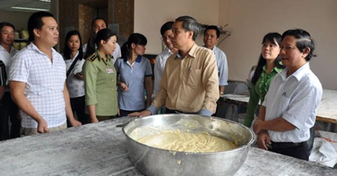 Tạm đình chỉ hoạt động của cơ sở sản xuất bánh trung thu Bảo Phương