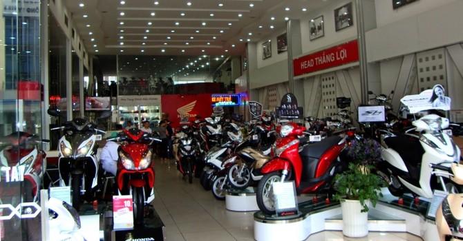 Thị trường xe máy: Bình dân èo uột, cao cấp vào cuộc đua