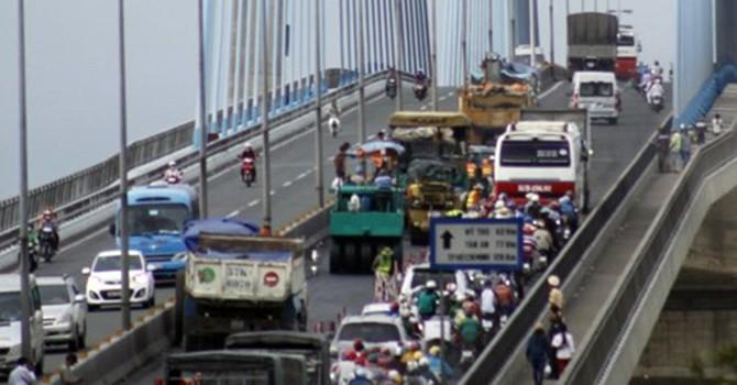 Kẹt xe nghiêm trọng trên cầu Mỹ Thuận: CSGT, Thanh tra giao thông nói gì?