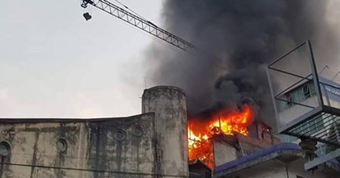 Cháy nhà 3 tầng trên phố Giang Văn Minh