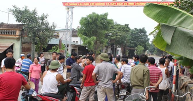 Hàng trăm người vây trụ sở xã phản đối dự án xử lý rác thải