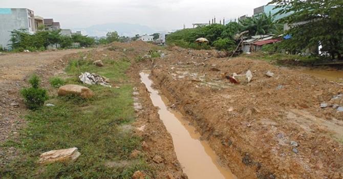 Cận cảnh người dân Đà Nẵng khốn khổ sống trong vòng vây nước tù đọng