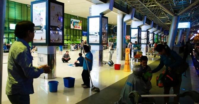 Vừa mới cải tạo, sân bay Tân Sơn Nhất đã xuất hiện nhiều điểm dột