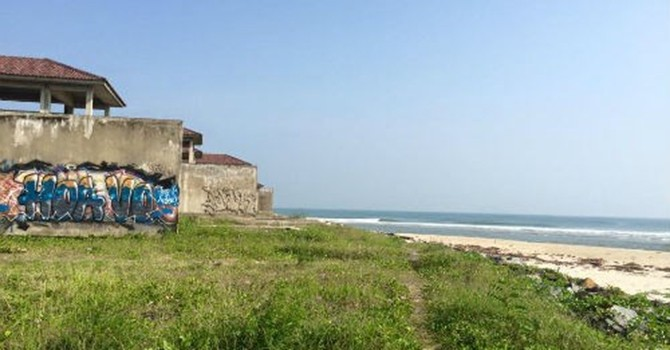 Resort tiền tỷ ven biển bỏ hoang vì biển xâm lấn