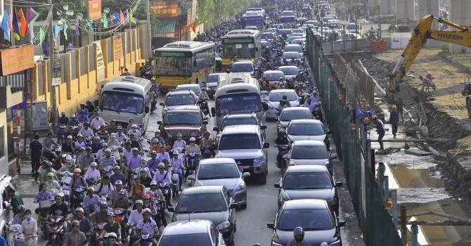 Đại biểu Quốc hội: Thuế ô tô giảm, áp lực giao thông tăng