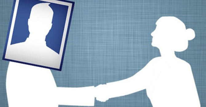 """Facebook sẽ không """"ép"""" thành viên dùng tên thật"""