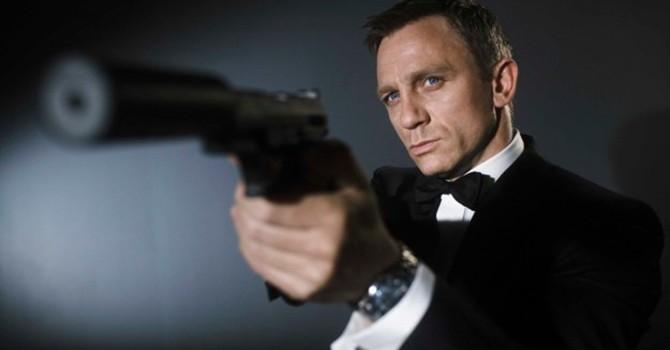 Điệp viên 007 từ chối dùng smartphone của Samsung và Sony
