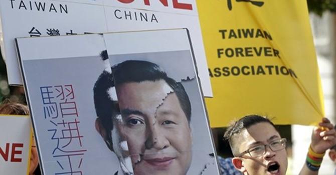"""Người Đài Loan """"không hài lòng"""" với cuộc gặp Tập Cận Bình - Mã Anh Cửu"""