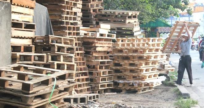 Gỗ thải từ container thành hàng cao cấp giá rẻ ở Sài Gòn