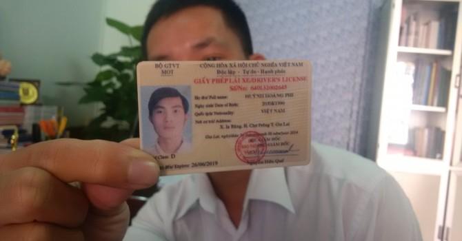 Phát hiện giấy phép lái xe làm giả tinh vi bằng vật liệu PET