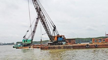 Khai thác cát núp bóng nạo vét luồng lạch: Băm nát sông Đồng Nai
