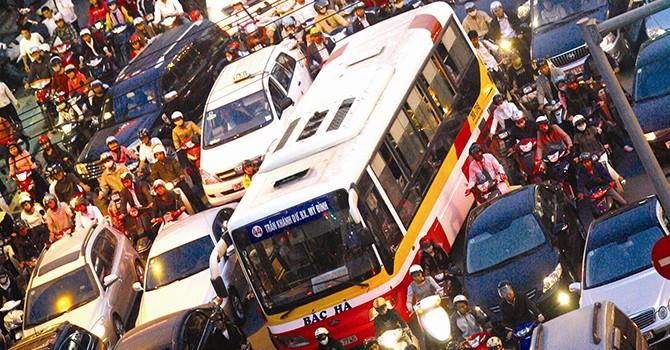 Hà Nội giảm tần suất xe buýt, dân có bị ảnh hưởng?