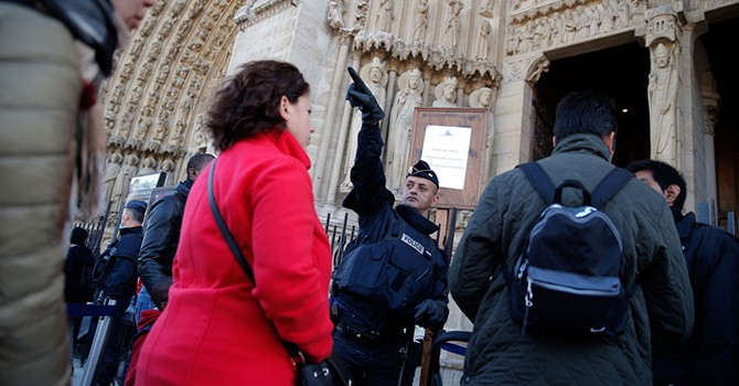 """Paris """"đìu hiu"""" du khách sau các vụ tấn công khủng bố đẫm máu"""