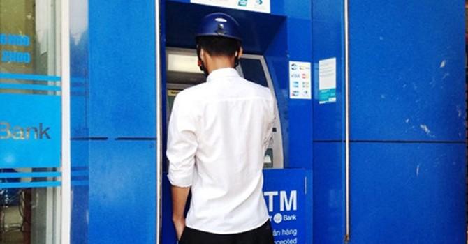 Camera ghi hình người rút sạch tiền từ thẻ ATM nhặt được