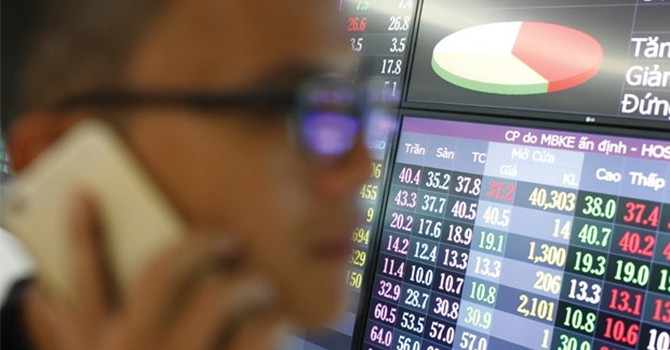Ồ ạt bán tháo: Cổ phiếu ngân hàng xuống đáy?