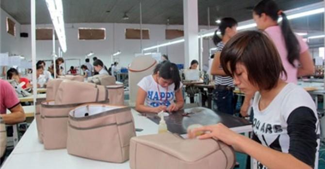 Xuất khẩu trên 2,4 tỷ USD vali, túi xách: Khổ nỗi vẫn chủ yếu là... gia công