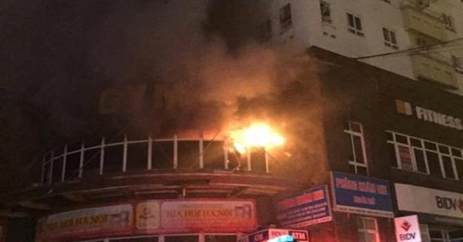 Cháy chung cư 25 tầng, hàng trăm người tháo chạy