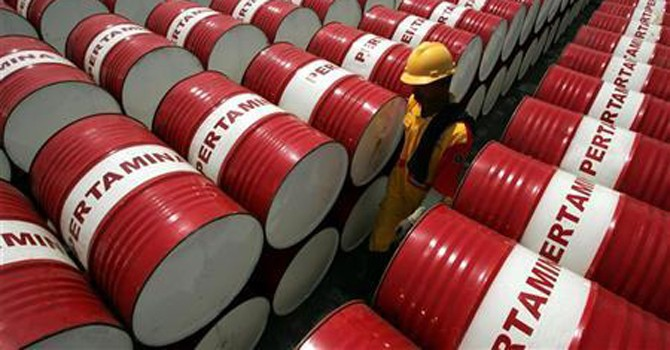 Giá dầu lại giảm do lo ngại về tình trạng thừa cung