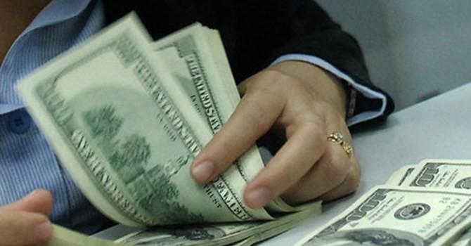 Người gửi USD xót xa khi lãi suất về 0%