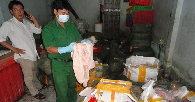 Phá đường dây buôn bán vú heo thối từ Trung Quốc