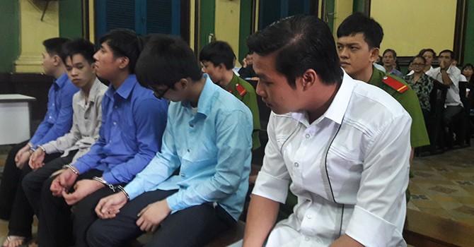 Kiến nghị tạm giam CSGT thuê giang hồ đánh người vi phạm