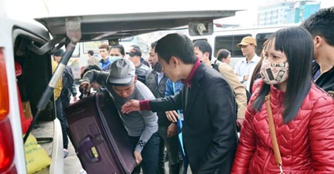 [Hình ảnh] Người dân ùn ùn đổ về Thủ đô sau kỳ nghỉ Tết Dương lịch