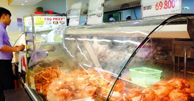"""Vì sao gà quay siêu thị có giá """"siêu rẻ""""?"""