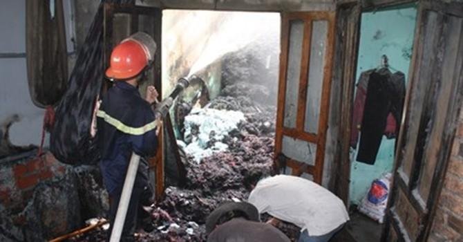 Hàng trăm người hoảng loạn vì xưởng chăn gối phát hỏa