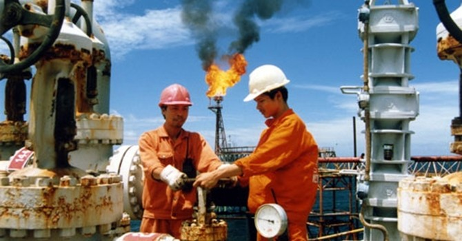 Nhân viên dầu khí nhận 50 USD thưởng Tết