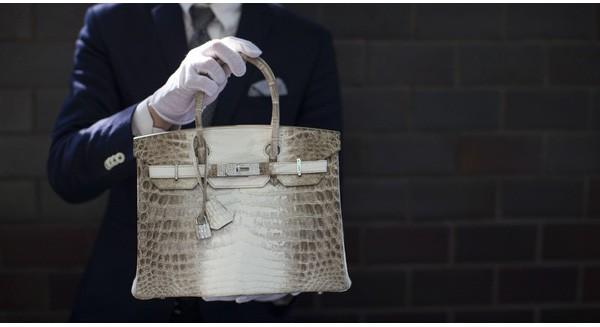 Đừng đầu tư tiền vào Bất động sản hay chứng khoán, mà hãy mua ngay một chiếc túi Hermes