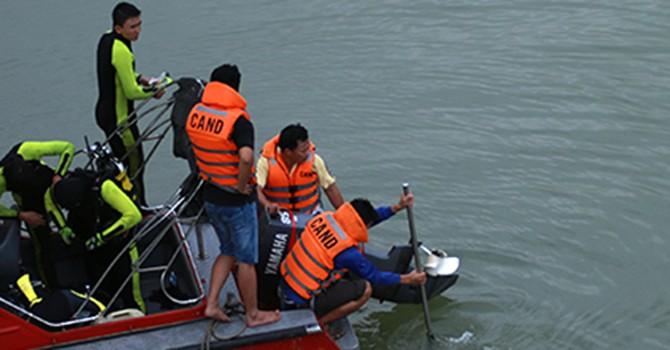 Cảnh sát lặn sông tìm khẩu súng bắn chết người Trung Quốc ở Đà Nẵng