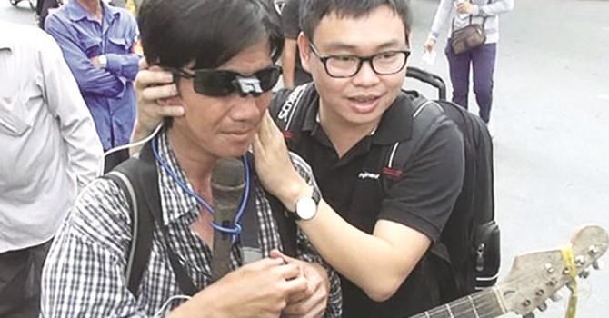 """TS. Nguyễn Bá Hải - Nhà khoa học """"điên"""" với chiếc kính """"mắt thần"""" chỉ đường cho người khiếm thị"""