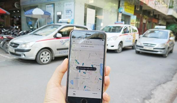 """Uber quá """"rắn"""" hay tài xế tham lam?"""