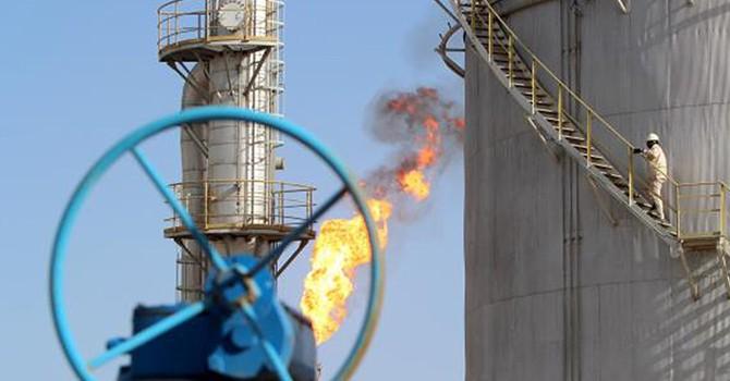 Giá dầu: Hiện tại thê thảm, tương lai khó lường